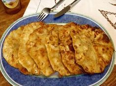 Τηγανόψωμα της γιαγιάς Apple Pie, Pizza, Cheese, Ethnic Recipes, Desserts, Greek, Food, Tailgate Desserts, Apple Cobbler