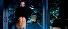 GIF Ryan Gosling quitándose la camisa