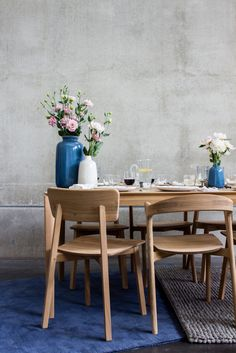 Designed by Studio Kaschkasch, the Casale chair boasts straight lines to form a smooth, delicate shape, and the effortless design makes the graceful chair an adaptable piece. Grey Chair, Sofa Chair, Oak Dining Chairs, Dining Table, Design Furniture, Decoration, Interior And Exterior, Kitchen Dining, Lounge