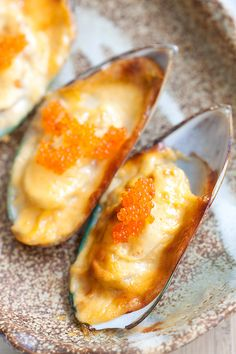 Cheese-Mayo Baked Mussels (Mussels Dynamite) - So delicious. Easy recipe with cheese, mayo, mussels and you have the most amazing appetizer ever. Fish Dishes, Seafood Dishes, Seafood Recipes, Best Appetizers, Appetizer Recipes, Sushi Recipes, Cooking Recipes, Easy Delicious Recipes, Yummy Food