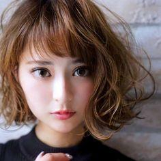 How To Curl Short Hair, Short Curly Hair, Curly Hair Styles, Permed Hairstyles, Easy Hairstyles, Hot Haircuts, Hair Arrange, Ash Blonde Hair, Short Waves