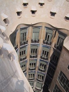Amazing Snaps: Barcelona Gaudí Architecture |see more