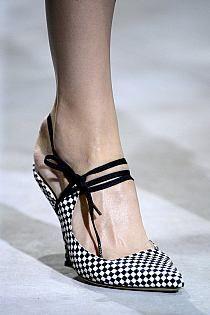 Dries Van Noten Spring 2013 Ready-to-Wear Fashion Show Details Pretty Shoes, Beautiful Shoes, Cute Shoes, Me Too Shoes, Shoe Boots, Shoes Sandals, Flat Shoes, Moda Paris, Mocassins