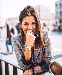 """I gioielli hanno un significato seduttivo quando una donna li indossa, adornano parti del corpo da mettere in luce. Hanno un significato di legame quando ti vengono lasciati in eredità o un uomo te li regala: il famoso """"valore affettivo"""" che, come si usa dire, è quello che conta, al di là del valore reale dell'oggetto... @unode50 // ph: @martidall . #iamunode50 #smile #happy #Milan"""