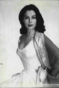 """summers-in-hollywood: """"Portrait of Ava Gardner, 1956 """" Vintage Hollywood, Hollywood Icons, Old Hollywood Glamour, Golden Age Of Hollywood, Vintage Glamour, Hollywood Stars, Vintage Beauty, Hollywood Actresses, Classic Hollywood"""
