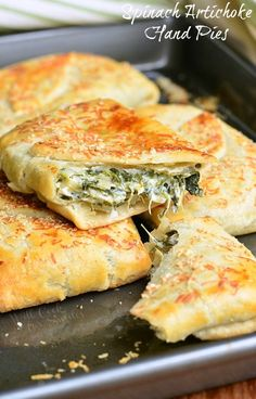 Spinach Artichoke Hand Pies – a nice vegetarian option. These spinach and artichoke hand pies from Will Cook For Smiles are wrapped with flaky pie crusts. Hand Pies, Protein Snacks, Yummy Snacks, Yummy Food, Ring Der O, Cooking Recipes, Healthy Recipes, Pie Recipes, Snacks Recipes