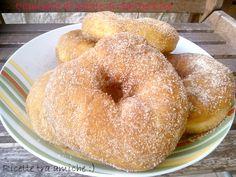 Ciambelle dolci di patate di Sal De Riso Le ciambelle dolci di Sal De Riso sono una vera goduria per il nostro palato,provare per credere...finiscono subito