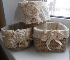 Burlap Crafts, Diy Home Crafts, Diy Arts And Crafts, Felt Crafts, Wooden Laundry Basket, Christmas Crafts To Make, Burlap Flowers, Basket Decoration, Cardboard Crafts