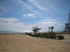 """Bon dia / Buenos días desde la Playa """"El Bovalar"""", Nules #CastellonMediterraneo. Playa acotada por pequeños espigones constituida principalmente por arena junto con pequeños bolos. Encontaréis más playas y calas de la provincia de Castellón para que podáis elegir en: https://www.facebook.com/turismodecastellon/app_305927716147259"""
