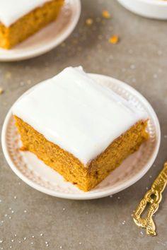 Genießen Sie gesunde Flourless Kürbis Frühstück Cake- Dessert zum Frühstück mit dieser täuschend gesunden Kuchen, Dessert für Frühstück- Ausschreibung auf der Außenseite ist, etwas dicht und flauschig auf der Innenseite, diese eine Schüssel (schnell und einfach!) Kuchen ist LOADED mit Kürbis und Zimt Geschmack!  {Vegan, glutenfrei, zuckerfrei, Paläo Rezept} - thebigmansworld.com
