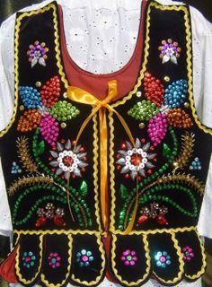strój krakowski gorset nowy Polish Embroidery, Folk Embroidery, Beaded Embroidery, Folk Clothing, Clothing And Textile, Country Costumes, Pakistani Party Wear Dresses, Polish Folk Art, Tribal Outfit