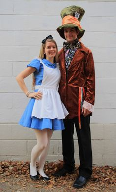 Alice and her Mad Hatter! Disney Couple Costumes, Disney Couples, Couple Halloween Costumes, Halloween 2018, Halloween Ideas, Halloween Party, Purim Costumes, Costume Ideas, Alice And Wonderland Costumes