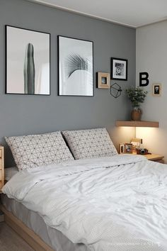 Small Bedroom Ideas - Master bedroom doesn't have to be huge if you don't have enough space.Do you need some inspiration of small master bedroom decorating ideas that fit with your style and space? Home Decor Bedroom, Bedroom Makeover, Bedroom Decor, Bedroom Colors, Bedroom Interior, Small Bedroom, Home Bedroom, Modern Bedroom, Home Decor