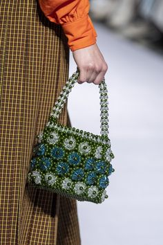 Shrimps at London Fashion Week Fall 2019 - Details Runway Photos Beaded Shoes, Beaded Purses, Beaded Bags, Beaded Jewelry, Ideias Diy, Beading Projects, Cute Bags, Fashion Sewing, Luxury Bags