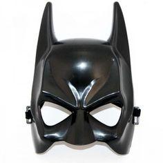Czarna maska na gumce, nawiązująca do postaci Batmana.