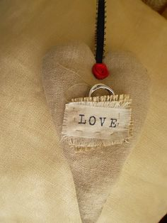 Shabby Chic Heart With Ring Pocket