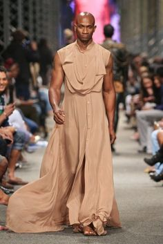 My three top picks for the day are these three gems by South African designer David Tlale. I'm not too sure about men in dresses though;-P this kaftan is pretty though. South African Fashion, African Fashion Designers, Men Dress, Shirt Dress, African Design, Bridesmaid Dresses, Wedding Dresses, Kaftan, David