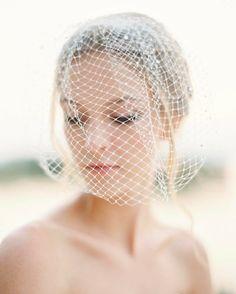 Ce-i al tău e pus deoparte. Mantilla Veil, Lace Veils, Down Hairstyles, Wedding Hairstyles, Wedding Veil, Birdcage Wedding, Birdcage Veils, Wedding Hair Inspiration, Wedding Ideas
