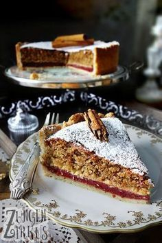 Nutty cinnamon cake with plum filling- Nussiger Zimtkuchen mit Pflaumenfüllung Hazelnut cake with cinnamon - Easy Smoothie Recipes, Snack Recipes, Dessert Recipes, Snacks, Cheesecake Recipes, Vegan Cheesecake, Torte Au Chocolat, Cinnamon Cake, Cinnamon Desserts