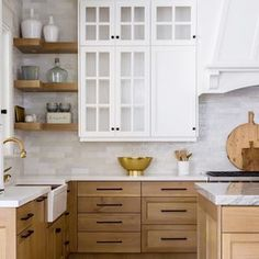 Cute Home Decor Quartersawn white oak kitchen cabinets. Friday Eye Candy - A Thoughtful Place.Cute Home Decor Quartersawn white oak kitchen cabinets. Friday Eye Candy - A Thoughtful Place Home Decor Kitchen, Kitchen Interior, Home Kitchens, Dream Kitchens, Kitchen Living, Living Rooms, Apartment Kitchen, Home Living, Beautiful Kitchens