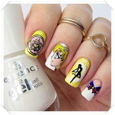 Sailor Moon inspired nail art by http://nagellack-junkie.de/nageldesign/acrylfarben/sailor-moon-nails-blogparade-2644.html