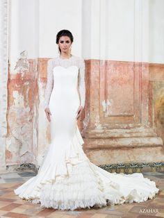 #Vestido de #novia con corte sirena, de encaje manga larga, escote redondo y cola de catedral. Modelo AZAHAR. chantu.es