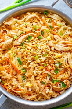 Chicken Pad Thai EASY ready in 20 minutes and BETTER than takeout! Tender rice noodles juicy chicken with crisp-tender carrots cabbage and more for an IRRESISTIBLE and AUTHENTIC chicken pad Thai! Pollo Pad Thai, Pad Thai Huhn, Pad Thai Receta, Easy Pad Thai, Asian Recipes, Healthy Recipes, Healthy Food, Dinner Healthy, Pad Thai Recipes