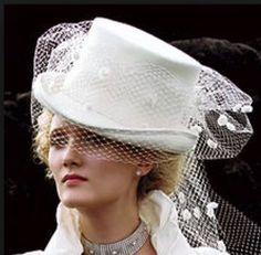 Quando il cappello e' protagonista...ragazze che ne pensate? Alessandro Tosetti www.tosettisposa.it Www.alessandrotosetti.com #abitidasposa #wedding #weddingdress #tosetti #tosettisposa #nozze #bride #alessandrotosetti