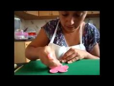 Como Fazer Flor de Açúcar / Pasta de Flores - YouTube
