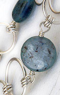 Kyaniitti. Kyanite. www.paulankorukauppa.net