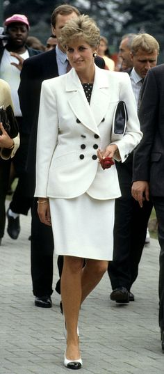 Pin for Later: 14 It Bags and the Women Who Inspired Them Princess Diana: Lady Dior Bag Princesa Diana, Princess Kate, Princess Of Wales, Kate Middleton, Prinz William, Diana Fashion, Fashion Fashion, Fashion Ideas, Diane