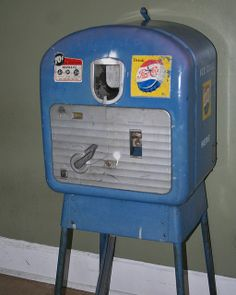 old Pepsi machine Soda Vending Machine, Coke Machine, Vending Machines, Coca Cola, Best Soda, Soda Machines, Gumball Machine, Vintage Soft, Dr Pepper