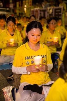Over one thousand Falun Gong practitioners from around the world participate in a candlelight vigil outside the Chinese Consulate-General in Los Angeles on Oct. 15. (Larry Dye/Epoch Times)