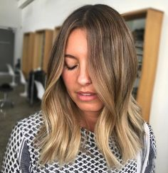 We're obsessed with this #beautiful #balayage We went from a very subtly sunkissed light brown to a blonde balayage bombshell. Created using babylights balayage basin balayage zone toning and drop gloss! Hair by @michaelkellycolourist. #edwardsandco #edwardsandcoalexandria