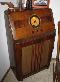 Old Radios On Pinterest Radios Antique Radio And Wine