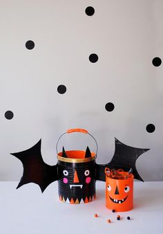 DIY Hallowen Crafts : DIY Trick-or-Treat Candy Buckets with Duct Tape