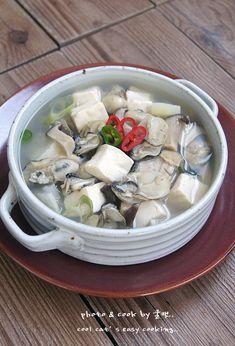 실패하지 않는 안전 레시피..연말 연시 해장에 좋은 굴두부국 – 레시피 | 다음 요리 Home Recipes, Asian Recipes, Cooking Recipes, Ethnic Recipes, Good Food, Yummy Food, Korean Food, Soups And Stews, Plates And Bowls