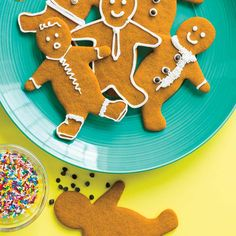 Bake our popular recipe for gingerbread men this holiday season for the upcoming office cookie swap! Christmas Drinks, Christmas Cooking, Christmas Treats, Xmas Cookies, Yummy Cookies, Gingerbread Cookies, Baking Recipes, Snack Recipes, Ricardo Recipe