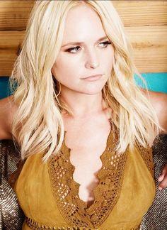 look at miss ohio Supergirl, Miranda Lambert Photos, Miranda Lambert Hair, Maranda Lambert, Country Female Singers, Country Girls, Country Music, Celebs, Celebrities