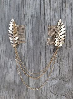 Hair Accessories Jewelry BEST SELLER Handmade Boho chic chains and leaves comb Free sprited glamour Chains hang beautifully on loose waves or a high bun Ships within business days. Bohemian Hairstyles, Wedding Hairstyles, Thin Hairstyles, Natural Hairstyles, School Hairstyles, Hairstyles Pictures, Hairstyles 2016, Beautiful Hairstyles, Head Crown