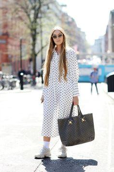 73 of the Best London Street Style Looks Street Style Summer, Street Style Looks, London Girls, Country Attire, Dress With Sneakers, London Street, London Fashion, Street Fashion, Women's Fashion