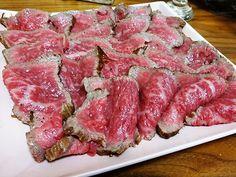 「プロの為の店」と銘打つ業務用食品スーパー、肉のハナマサを御存知ですか? 東京都・神奈川県・埼玉県・千葉県の1都3県でチェーン展開しているお店なのですが、様々な食材を業務用の特大サイズで格安に購入することができるんです。そこで今回は元々スーパーの精肉コーナーで働いていたバーグハンバーグバーグの加藤さんが肉のハナマサの徹底攻略法を解説してくれます。(銀座のグルメ・焼肉・おせち)