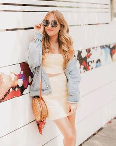 All about the basket bags Im currently eyeing  on hellohannah.com today... who else is obsessed with this trend?!