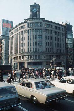 昭和46年当時の東京・銀座四丁目交差点(1971年撮影) 【時事通信社】