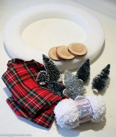let-it-snow-christmas-wreath-inspired-by-the-make-it-fun-floracraft-christmas-projects-book-tutorial-at-the-happy-housie-1