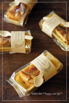 Packaging for smaller pastries Bread Packaging, Dessert Packaging, Bakery Packaging, Cookie Packaging, Food Packaging Design, Food Design, Food Truck, Deco Restaurant, Snacks Saludables