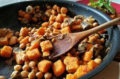 Błyskawiczne wegańskie curry – gulasz z batata, grzybów i ciecierzycy