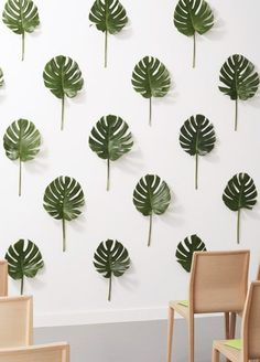9 Wedding Photo Backdrops That Will Blow Up Your Insta Feed - Palm leaf wedding photo backdrop
