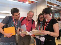 Fernando, Jordi, Natalia y Nuria leyendo EPI