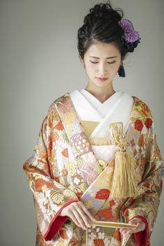 Japanese Wedding Kimono, Japanese Kimono, Traditional Wedding Dresses, Traditional Outfits, Japanese Outfits, Japanese Fashion, Kabuki Costume, Modern Kimono, Kimono Japan